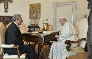 Papież Franciszek: główną troską sytuacja rodzin i spadek dzietności