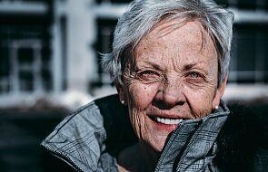 Łódź: rusza infolinia dla samotnych seniorów. Mogą zadzwonić i porozmawiać o wszystkim