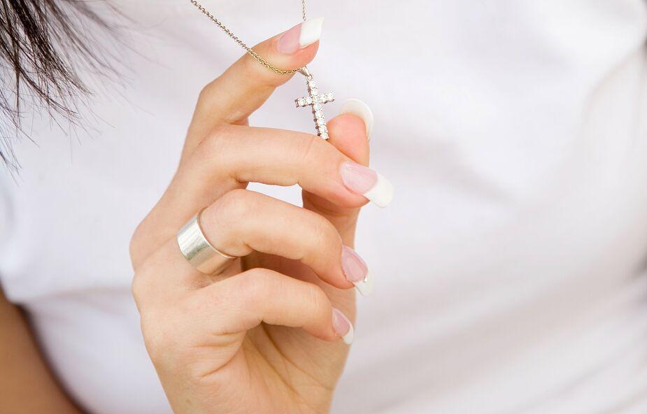 Kanada: orzeczenie sądu w sprawie zakazu noszenia symboli religijnych