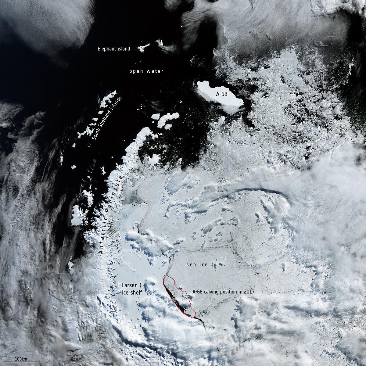 Wyspa lodowa A-68A mija Półwysep Antarktyczny w lutym 2020 roku / fot. ESA