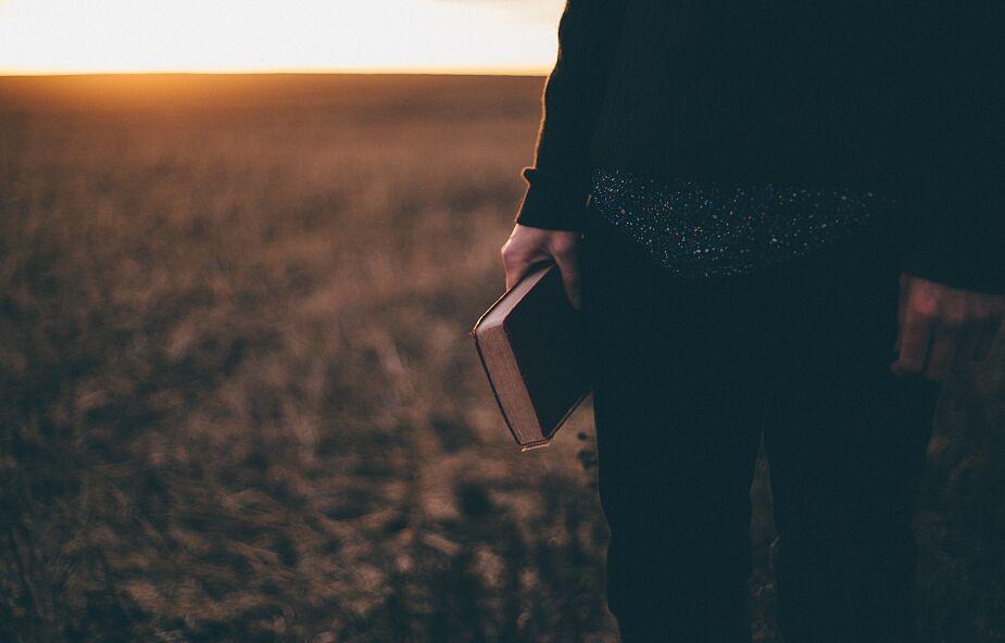 Trudno Ci czytać Biblię? Oto 18 prostych rozwiązań