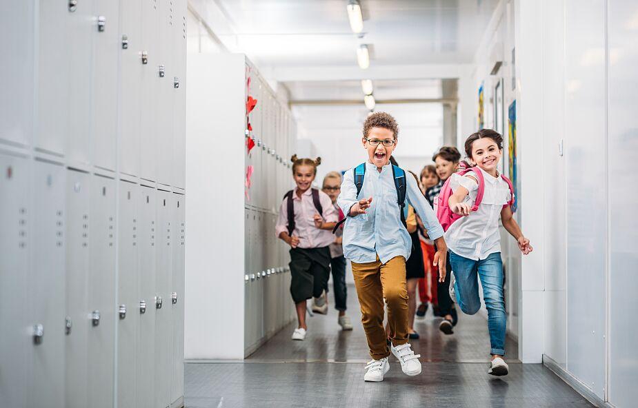 Minister Czarnek podpisał rozporządzenie o powrocie do szkół dzieci z klas I-III