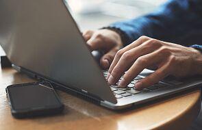 Luka w algorytmie TikToka umożliwia publikowanie pornograficznych i okrutnych treści
