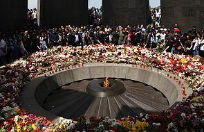 W Armenii tłumy złożyły kwiaty pod pomnikiem rzezi Ormian