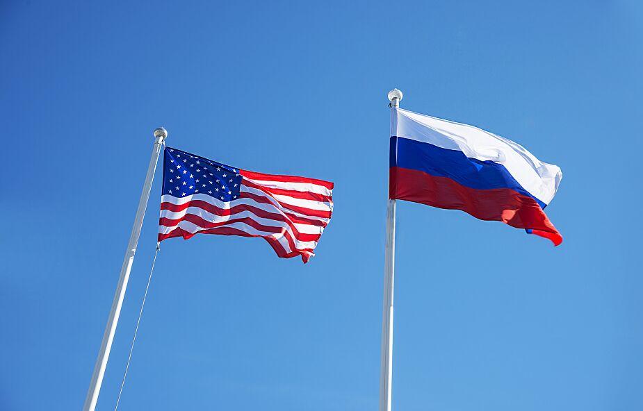 Ambasada USA w Rosji redukuje personel i ograniczy wydawanie wiz