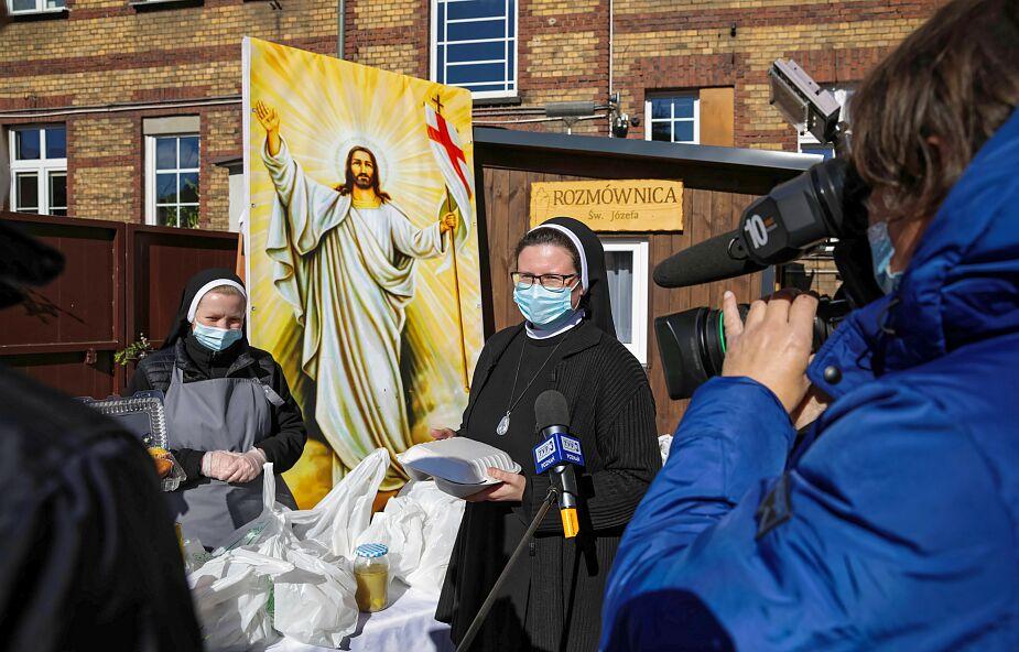 Poznań. Caritas zorganizowała śniadanie wielkanocne dla ponad 900 potrzebujących