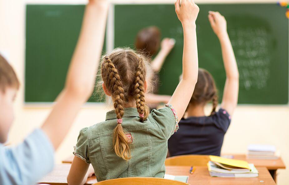 Rzecznik rządu: w tej chwili nie możemy podać twardego terminu powrotu dzieci do szkół