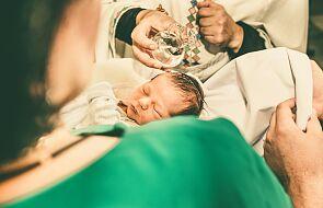 Włoska diecezja czasowo rezygnuje z chrzestnych