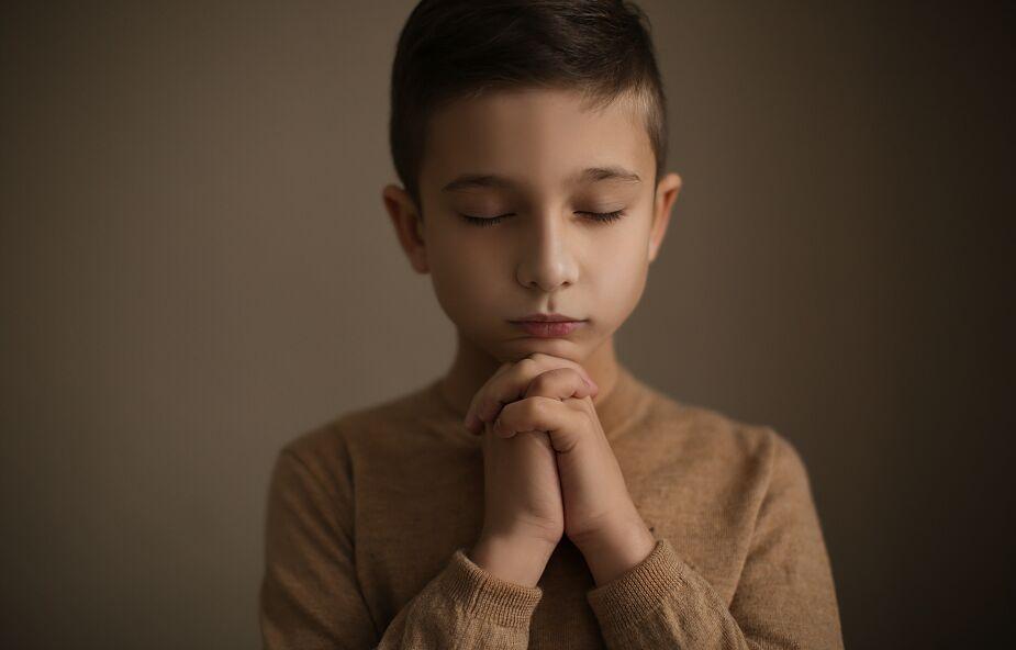 Dzieci wróciły do szkół, ale nie do kościołów