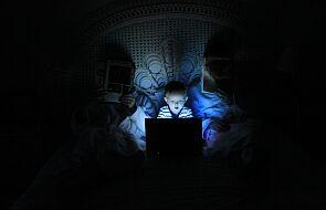 """""""Dzieci w wirtualnej sieci"""" oraz """"Gdy dziecko pyta o seks"""". Dwie bezpłatne broszury dla rodziców"""
