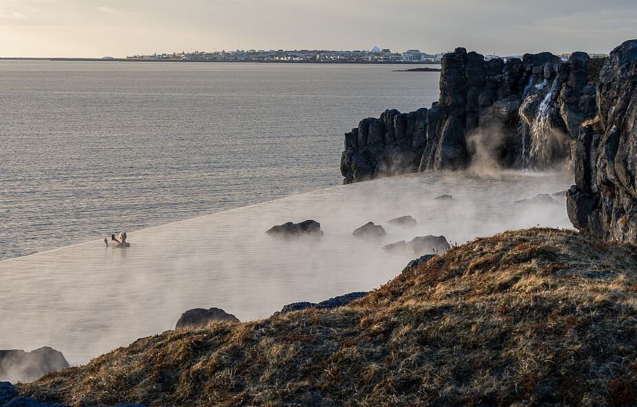 """""""Tam, gdzie ocean styka się z niebem"""". Islandia ma nową atrakcję turystyczną"""