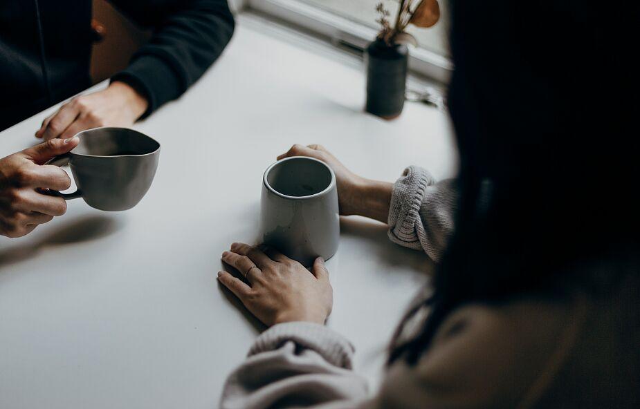 """""""Spotykalnia"""" i """"Klinika przy kawie"""": dwa dobre pomysły na wsparcie młodych"""