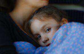 Caritas na ratunek samotnym matkom. Doraźnie i długofalowo