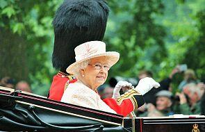 Jak królowa Elżbieta II pokroiła tort?