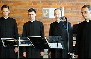 Klerycy krakowskiego seminarium modlą się o powołania słowami Litanii do Chrystusa Kapłana i Ofiary