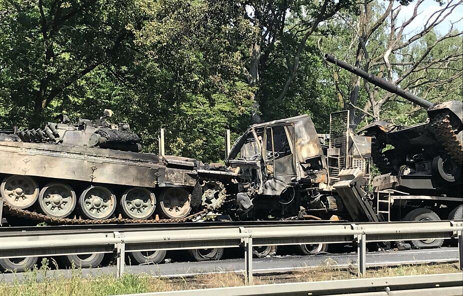 Na autostradzie A6 spłonęły czołgi. Świadkowie słyszeli wybuchy