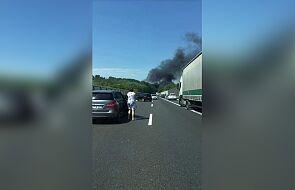 Na autostradzie A6 płoną czołgi. Świadkowie mówią o wybuchach [AKTUALIZUJEMY]