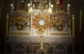 Coraz bardziej chcemy adorować Jezusa Eucharystycznego. Oto lista miejsc z wieczystą adoracją