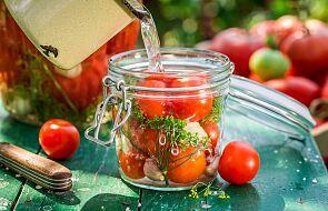 Jak przygotować pyszne kiszone pomidory [PRZEPIS]
