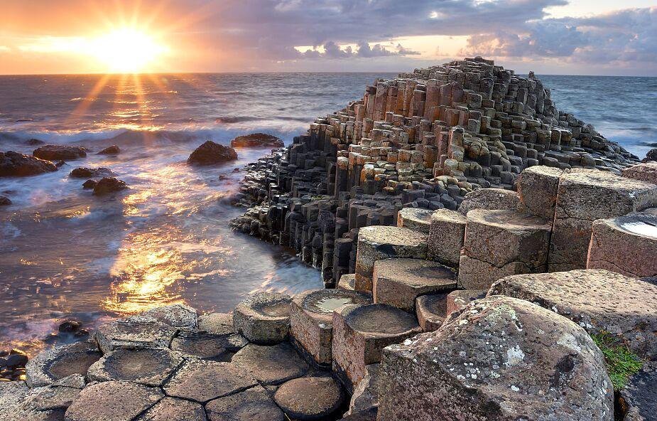 Księża w całej Irlandii odprawili msze na niezwykłych ołtarzach. Dlaczego to zrobili?