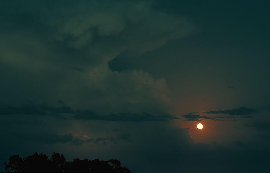 Przed nami upalna i burzowa noc. IMGW ostrzega