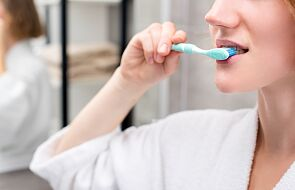 Szczotkowanie i nitkowanie zębów nie zapobiega próchnicy