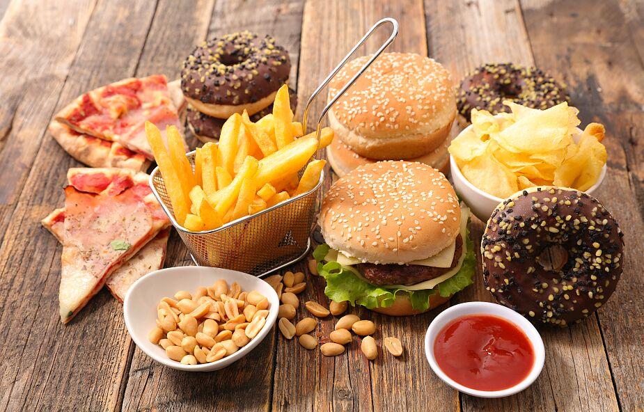 Wielka Brytania. Władze ograniczą reklamy niezdrowego jedzenia w telewizji i internecie