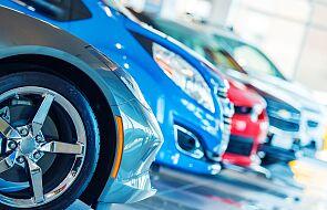 Nowe zasady rejestracji samochodów. Auta można rejestrować w salonach sprzedaży przez internet