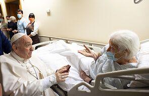 Jak długo papież zostanie w szpitalu? Są nieoficjalne informacje