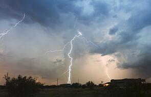 RCB ostrzega przed burzami i gradem na południowym wschodzie kraju