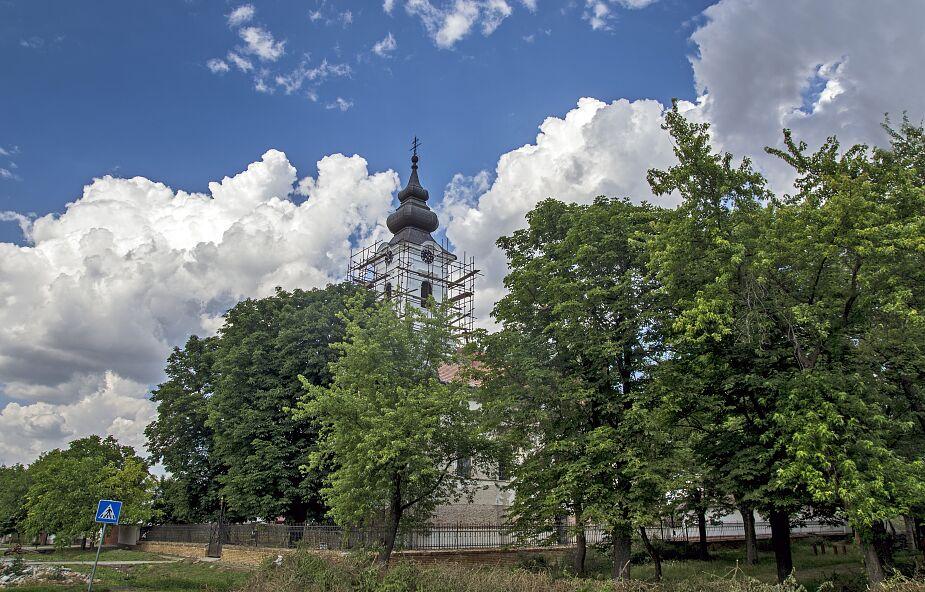 80-latek odbudowuje kościół za własne pieniądze
