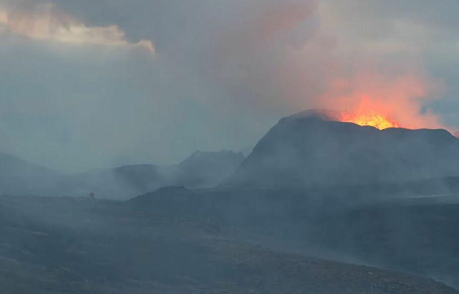 Ludzie podchodzą zbyt blisko islandzkiego wulkanu [WIDEO]