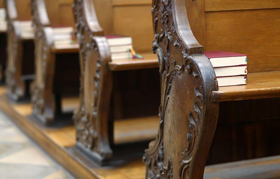 Anglia. Obostrzenia w kościołach zostały zniesione