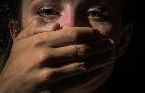 """""""Dusił mnie i syczał do ucha, że jak zacznę krzyczeć, to jestem niewierna Bogu"""""""