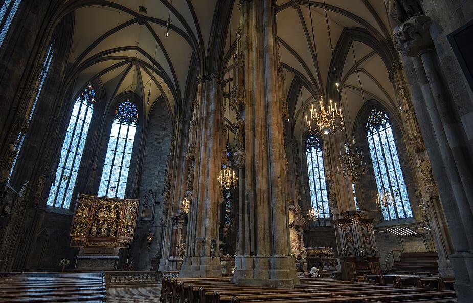 Austria. Punkt szczepień w katedrze św. Szczepana w Wiedniu