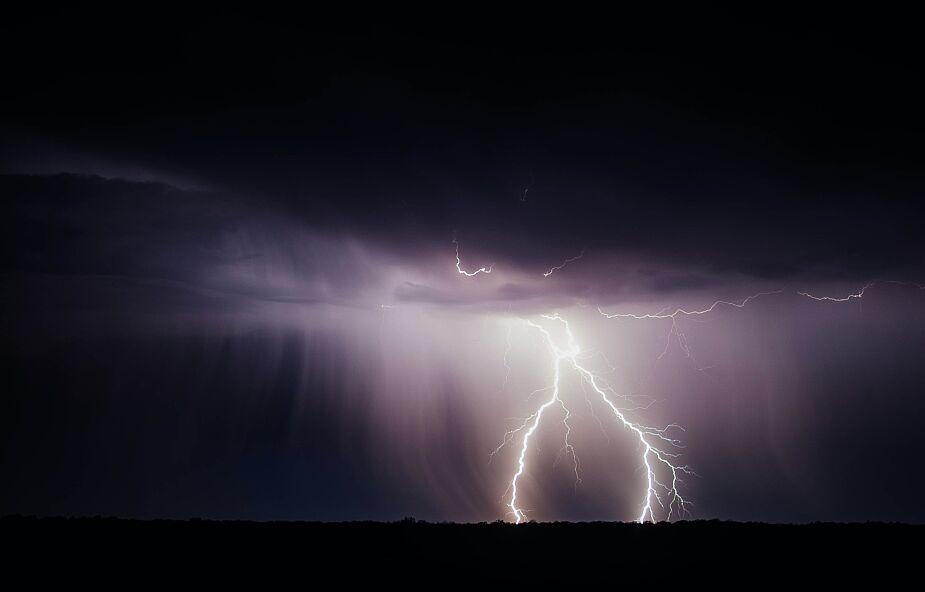 Przed nami noc z gwałtownymi burzami. IMGW ostrzega