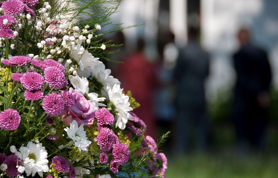 Matka zorganizowała punkt szczepień na pogrzebie syna, który zmarł na COVID-19