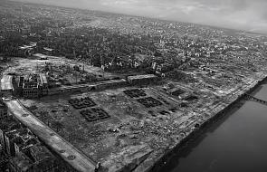 """""""Puste miasto z chmurą pyłu"""". Zobacz lotnicze zdjęcia Warszawy podczas II wojny światowej"""