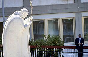 Papież Franciszek po operacji pozostanie w szpitalu przez najbliższy tydzień