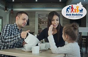 Rodzinny dialog. Jak rozmawiać z dziećmi, by budować z nimi dobre relacje?