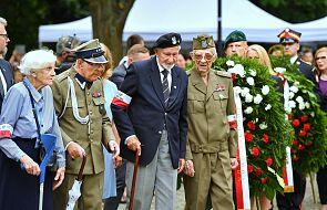 Niemieckie flagi opuszczone z okazji Powstania Warszawskiego