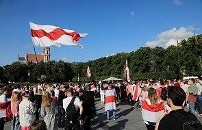 Litwa zbuduje płot na granicy z Białorusią. Łotwa wprowadziła stan wyjątkowy