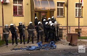 62 osoby zostały zatrzymane po zamieszkach przed komendą w Lubinie