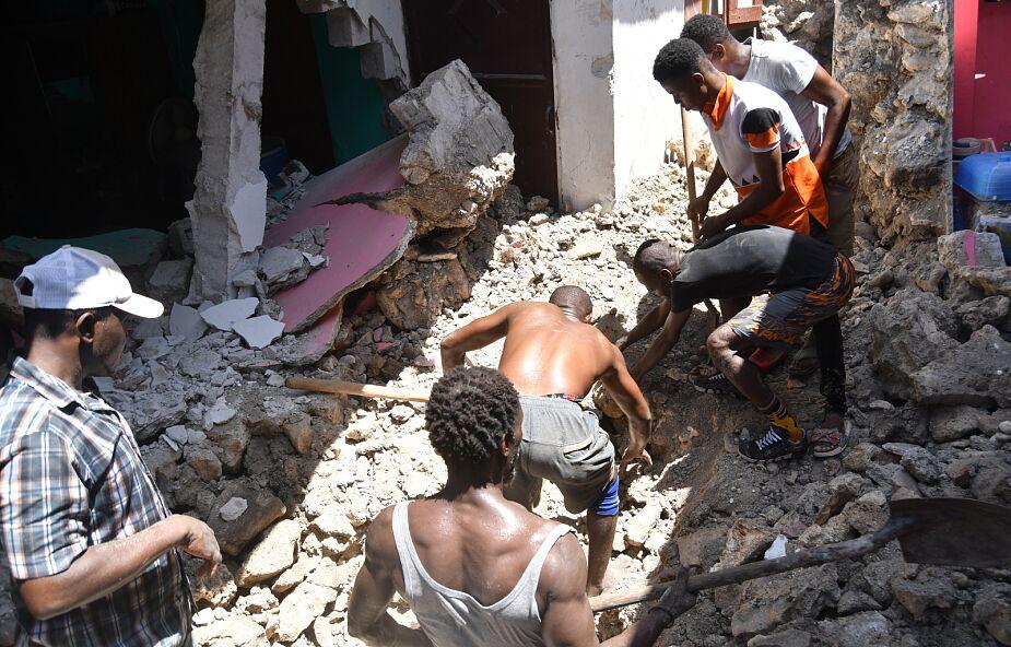 Już 724 ofiary śmiertelne sobotniego trzęsienia ziemi