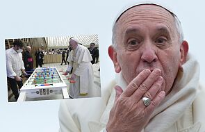 """Franciszek zagrał w """"piłkarzyki"""". To zdjęcie obiegło internet"""