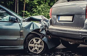 Zderzenie trzech pojazdów. Dwie osoby nie żyją, dziewięć jest rannych