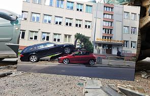 Gdynia. Wyrwał drzewo i staranował samochód, bo wcisnął pedał gazu
