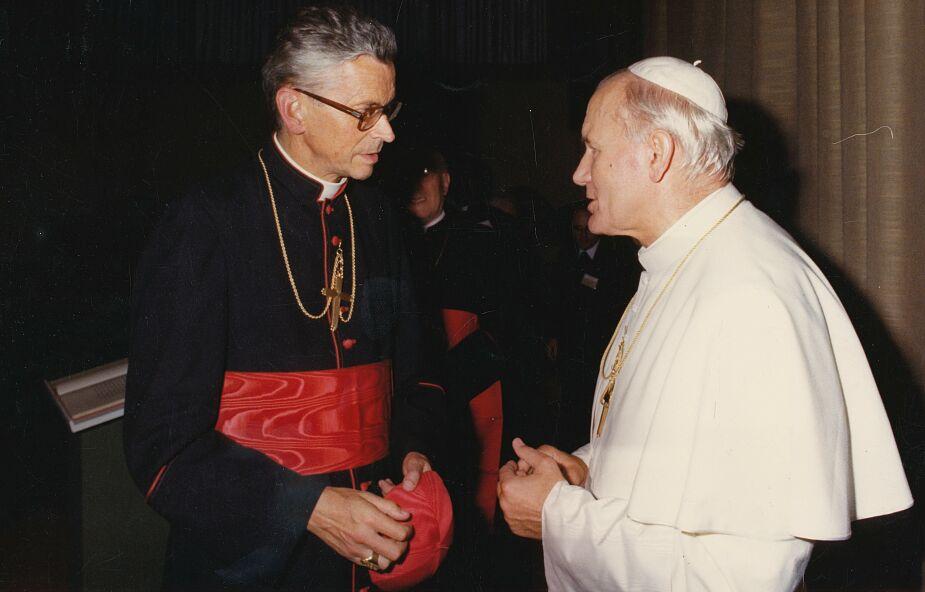 """W rocznicę śmierci kard. Franciszka Macharskiego modlitwa o """"dar wyniesienia do chwały nieba"""""""