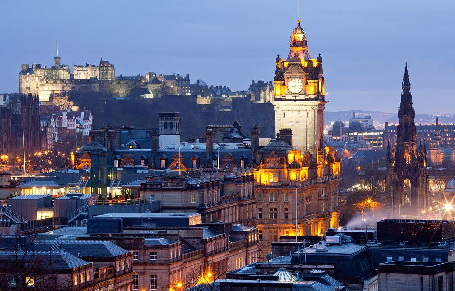 Szkocja znosi w poniedziałek większość restrykcji covidowych