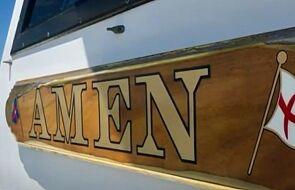 """Nastolatkowie utknęli na morzu, błagając Boga o pomoc. Uratowała ich łódź o nazwie """"Amen"""""""